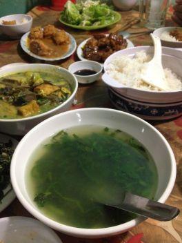 Tofu fourré, riz, bouillon de quoi remettre sur pied un cyclo fatigué!